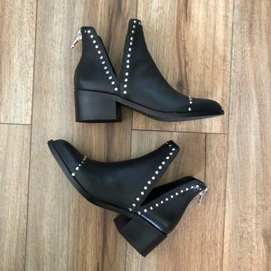 Steve Madden Conspire Black Leather Ankle Bootie
